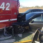 """Tesla Model S попала в аварию пока двигалась на """"автопилоте"""""""