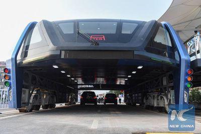 В КНР арестованы создатели автобуса-тоннеля поподозрению вафере