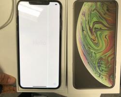 Пользователь купил флагман iPhone XS Max с бракованным дисплеем