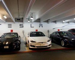 Уволенный сотрудник Tesla обвиняет компанию в обмане инвесторов