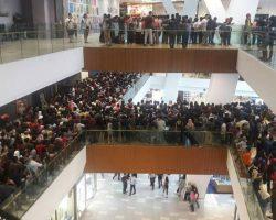 В Малайзии магазин электроники отменил распродажу iPhone по $50 из-за того, что пришло слишком много желающих