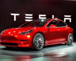 Илон Маск обещает снизить цену на электромобили Tesla Model 3 до $35000 и закрыть большинство магазинов