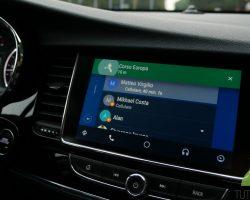 Голосовой помощник Google Assistant станет доступен для платформы Android Auto