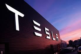 Tesla уволит 7% постоянных сотрудников