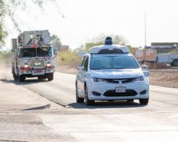 Waymo учит свои беспилотные автомобили распознавать на дороге машины специальных служб