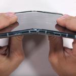 JerryRigEverything проверил на прочность смартфон Samsung Galaxy Fold