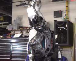 Робот Atlas от Boston Dynamics занялся гимнастикой
