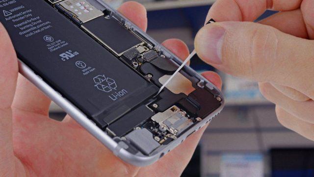 ВСША сенатор потребовал отApple объяснений из-за замедления iPhone