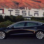 Tesla показала первый электрокар Model 3