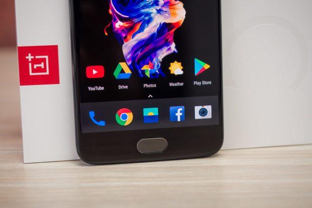 Владельцы OnePlus 5 пожаловались наперезагрузку телефона при наборе службы 911