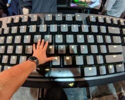 Razer на CES 2018 показала гигантскую механическую клавиатуру