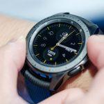 Умные часы Samsung Galaxy Watch LTE получили обновление, увеличивающее время автономной работы