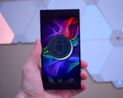 Для игрового смартфона Razer Phone вышло обновление, исправляющее ошибки и добавляющее портретный режим камеры
