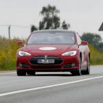 Владелец электромобиля Tesla подал иск против компании, из-за ограничения емкости аккумулятора после выхода обновления