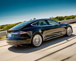 Tesla разрабатывает собственный процессор для автомобилей