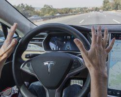 Tesla обвиняется во введении в заблуждение потребителей