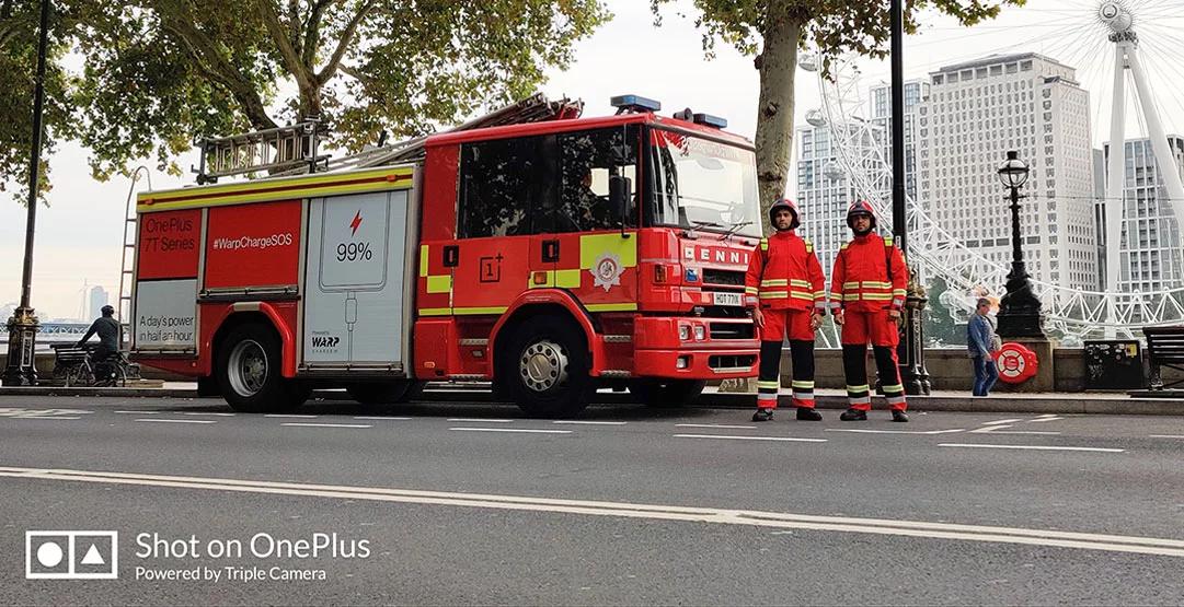 Пожарные OnePlus спасают смартфоны жителей Лондона от разряда аккумулятора
