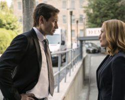 """Twitter взорвался сообщениями о возвращении на экраны культового сериала """"Секретные материалы"""" (X-Files)"""