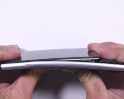 Смартфон BlackBerry KEYone не прошел тест на изгиб от JerryRigEverything