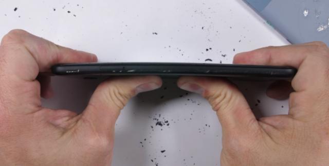 Google научила смартфон Pixel определять подглядывание