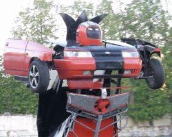 Отец и сын из России превратили машину в трансформер