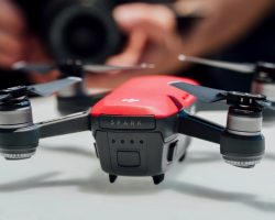 DJI выпустила обновление ПО для дрона Spark, который теперь может начинать съемку, как только вы подняли руку