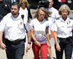 Девушка получила 15 месяцев тюремного срока за то, что посылала сообщения, убеждая бойфренда совершить самоубийство