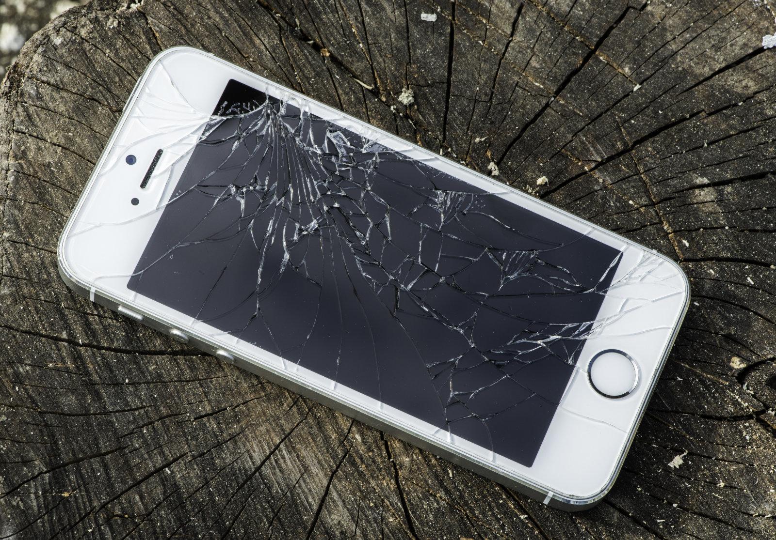 ровной поверхности смартфон с разбитым экраном как извлечь фотографии товаров категории настольные