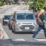 Ford хочет, чтобы самоуправляемые автомобили общались с пешеходами с помощью световых сигналов