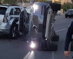 Беспилотный автомобиль Uber попал в аварию в Аризоне