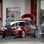 Выход электромобиля Tesla Model 3 на международный рынок отложен до середины 2019 года