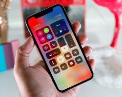 Владельцы iPhone X также сообщают о неприятных щелчках и жужжании, доносящихся из разговорного динамика устройства