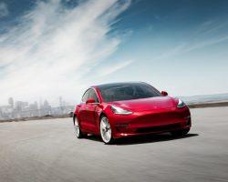 Tesla Model 3 лишится функции Autopilot