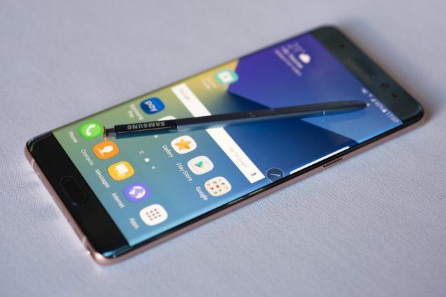 В РФ  начались продажи флагманов Самсунг  Galaxy S8 иGalaxy S8+