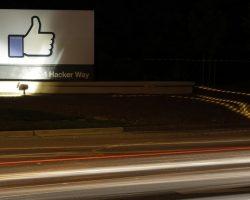 Facebook критикуется за медленное удаление детской порнографии