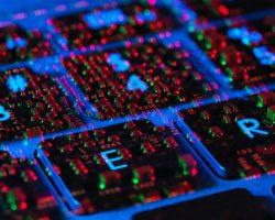 Компания Proofpoint заявляет, что в данный момент происходит масштабная хакерская атака о которой никто не знает