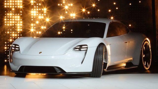 Серийный электрокар Порш получится недороже модели Panamera