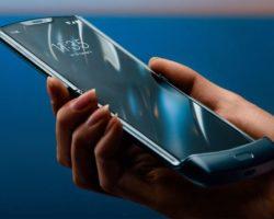 Представлен смартфон Motorola RAZR 2020 с гибким дисплеем