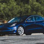 Заводы Tesla переходят на круглосуточный режим работы
