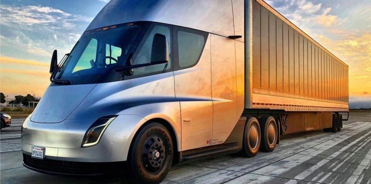 Производство Tesla Semi стартует в следующем году