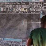 Microsoft пообещала подарить компьютер учителю информатики из маленькой африканской деревни, рисовавшему интерфейс Microsoft Word мелом на доске